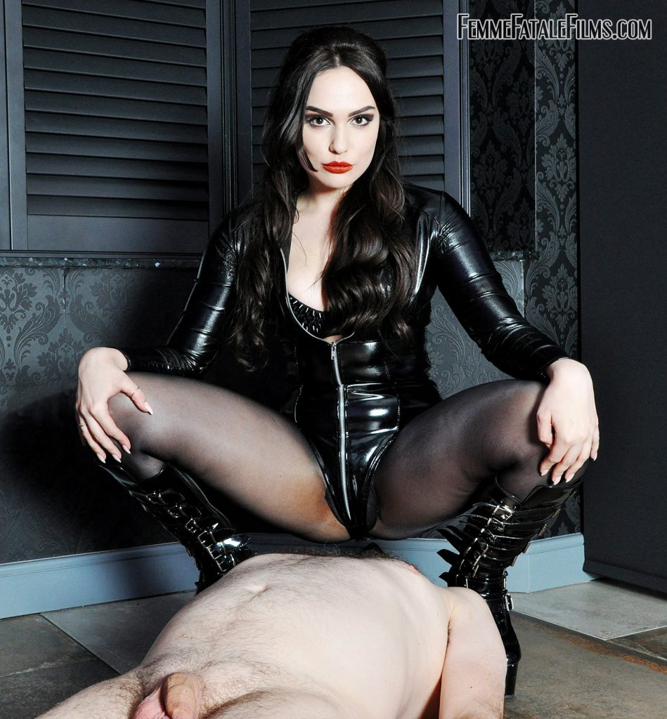 Smothered by Mistress Serena she makes her slave suck on the heels of her boots and lick the soles clean