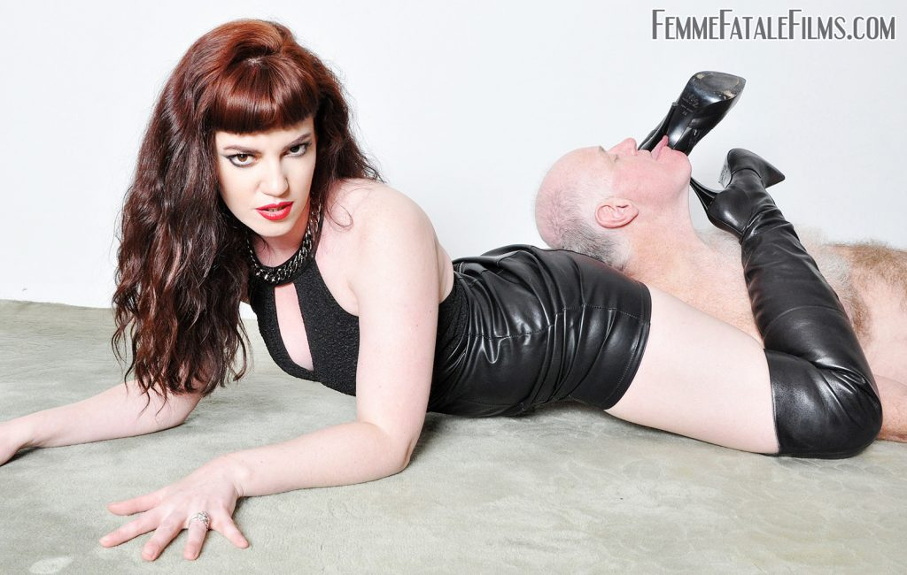 Bootworship with Mistress Zoe