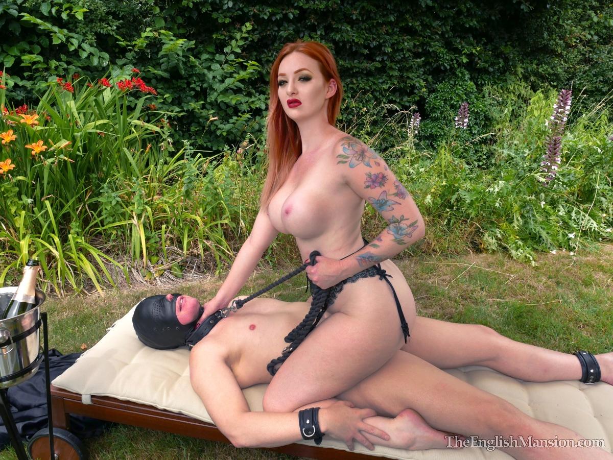 Fem Dom Mistress Zara Du Rose sex slave